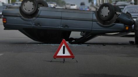 В Воронежской области Toyota слетела в кювет: двое погибли