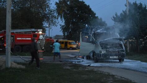 В Репьевке на проезжей части сгорела «Газель»