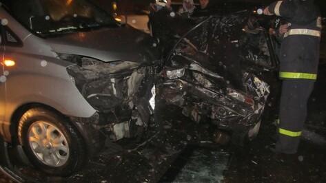 В Воронеже в аварии на Остужева пострадали 4 человека
