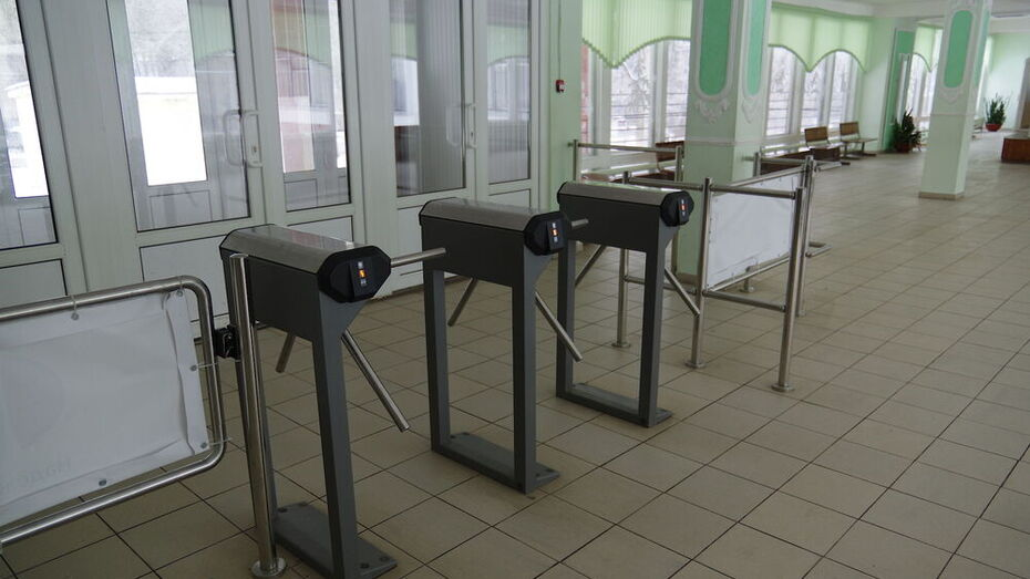 Мэрия Воронежа расторгла договоры на охрану школ