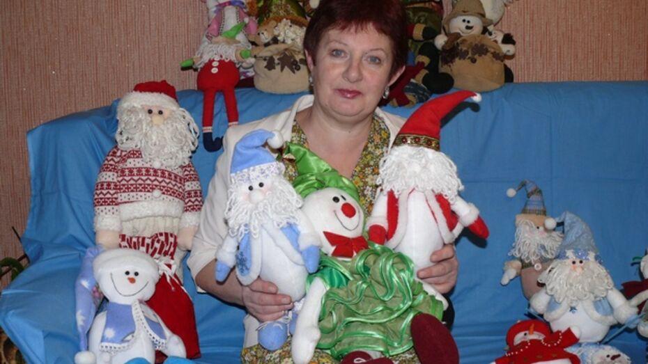 Жительница Поворино самостоятельно научилась изготавливать интерьерные куклы