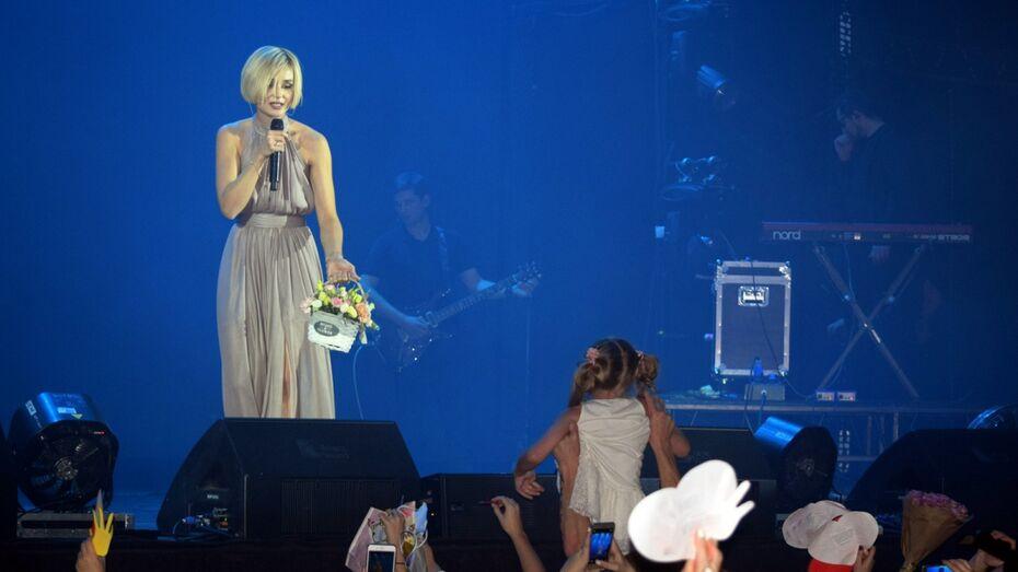Певица Полина Гагарина исполнила мечту перенесшей 15 операций воронежской девочки