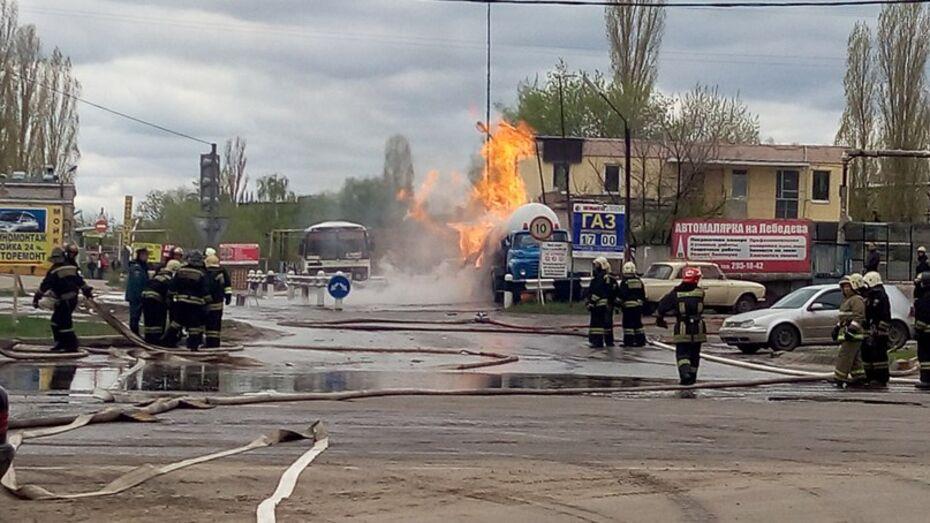 В Воронеже загорелась цистерна со сжиженным газом
