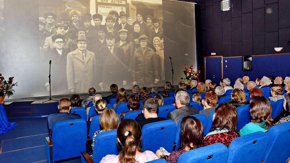 В Панинском районе поздравили ветеранов кинообслуживания