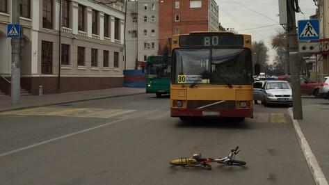 В Воронеже автобус сбил 7-летнюю девочку на «зебре»