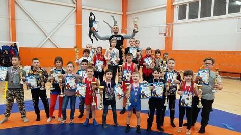 Лискинцы завоевали 11 золотых медалей на межрегиональном турнире по вольной борьбе