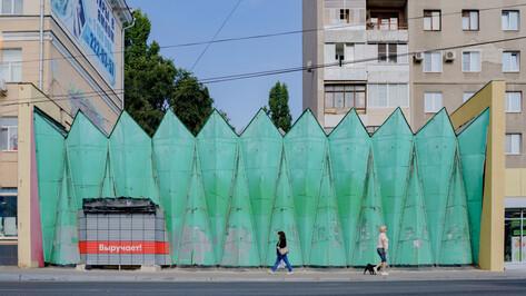 Удар по фасаду. Как в Воронеже борются с типовыми входами в супермаркеты