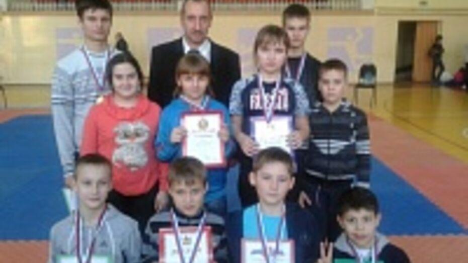 Поворинские каратисты завоевали восемь медалей на областном турнире по карате