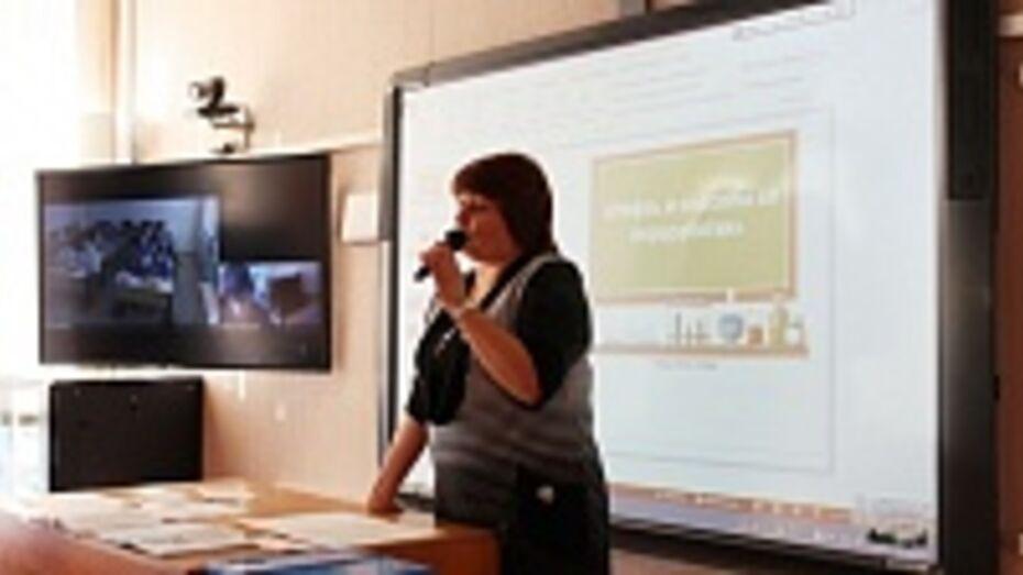В репьевских школах начались уроки в режиме онлайн