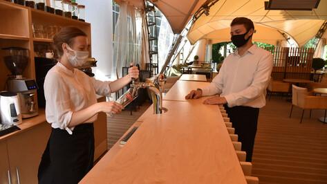 Ресторанам запретят включать чаевые в чек с 2021 года