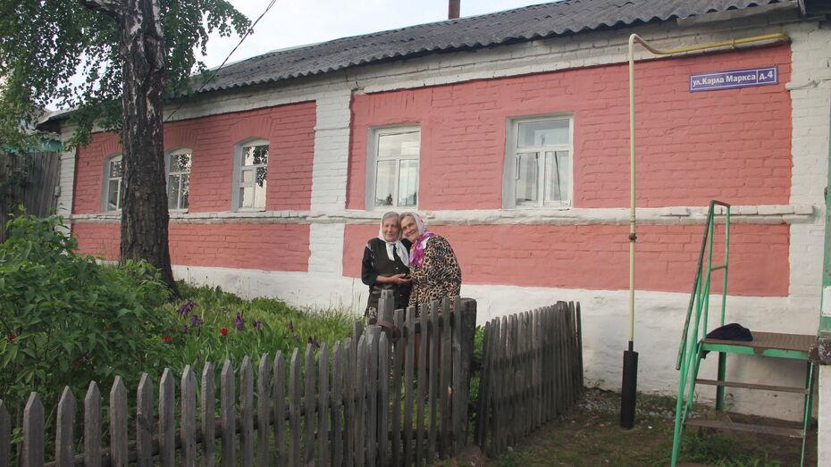 «У нас общее все». Сестры-пенсионерки вернулись из Воронежа в 100-летний сельский дом