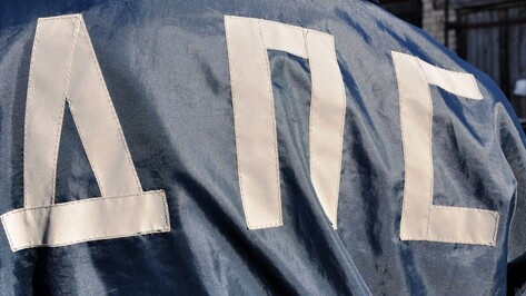 В Богучарском районе от столкновения с грузовиком загорелась иномарка