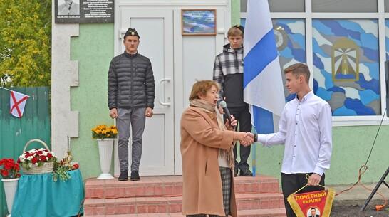 Мемориальную доску почетному жителю района Петру Семенову открыли в лискинском Нижнем Икорце