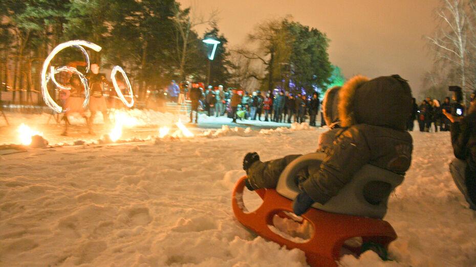 Час Земли в Воронеже: свечи, бенгальские огни и фаер-шоу
