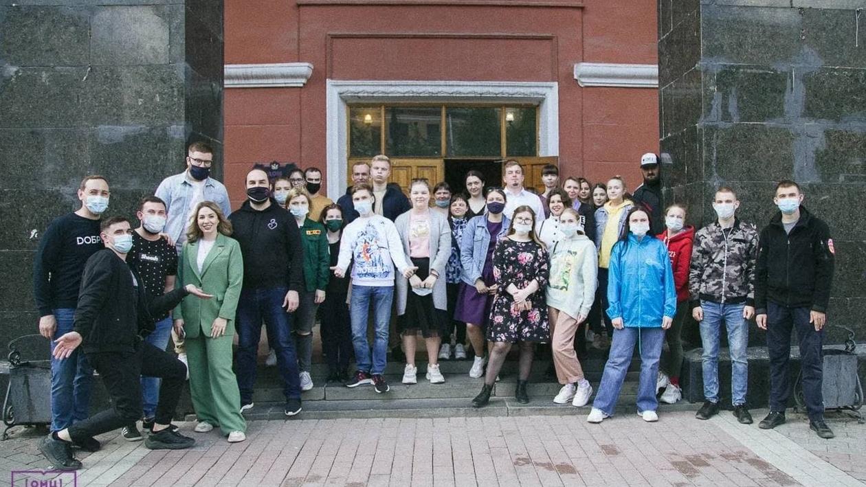 «Живите с миром, молодежь!» Как волонтеры Победы поздравили воронежских ветеранов
