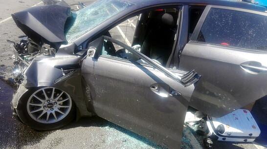 Трое взрослых и 9-летняя девочка пострадали в ДТП на трассе в Воронежской области
