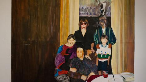 В Воронеже открылась выставка полароидных картин Кирилла Гаршина об ужасах праздников