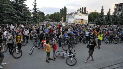 Полторы тысячи велосипедистов проехало по городу во время Велоночи