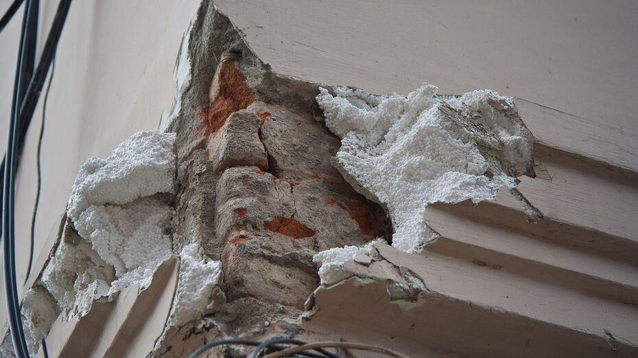 В Воронеже фасад старинного дома на проспекте Революции отреставрировали с помощью пенопласта