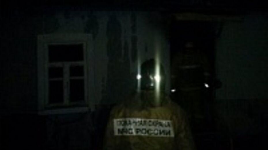 В Семилукском районе горел жилой дом