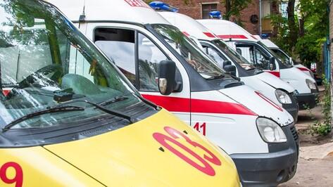В Воронеже «ВАЗ» сбил мотоциклиста: мужчину госпитализировали