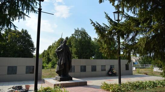 В острогожском селе Нижний Ольшан установили новую скульптуру воина-освободителя