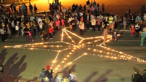 Накануне Дня победы богучарцы зажгли в центре города звезду