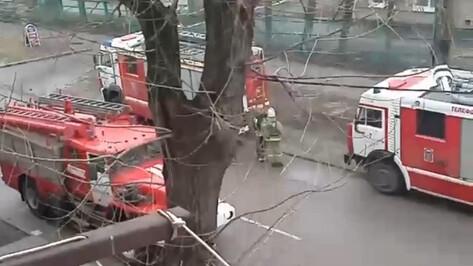 Пожарные собрались у детского сада в Воронеже