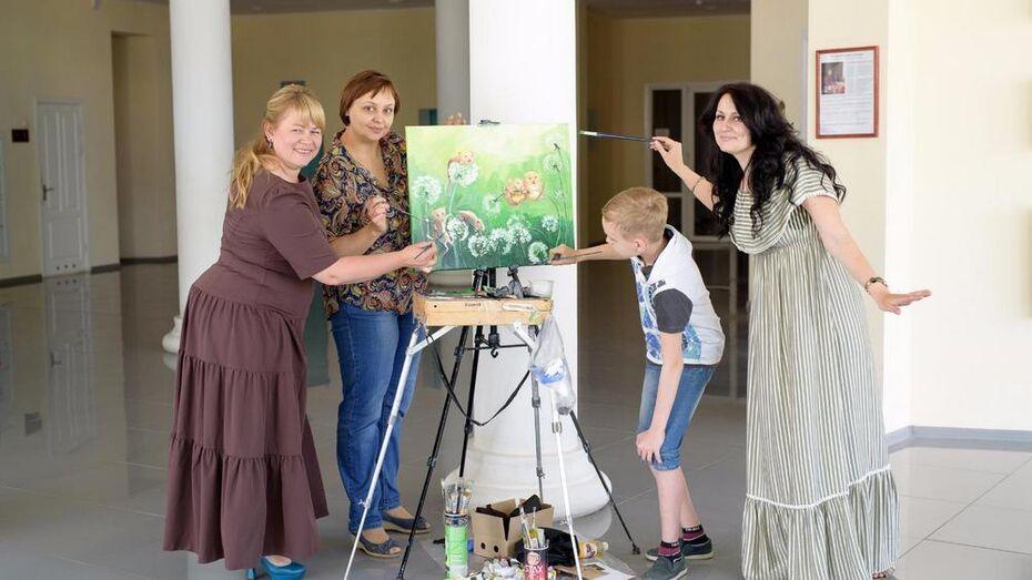 Россошанцы написали картину для детского отделения райбольницы