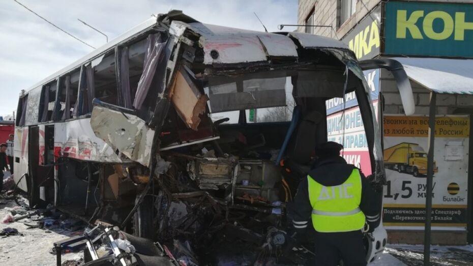 Всех раненых в ДТП с грузовиком и пассажирским автобусом выписали из воронежской больницы