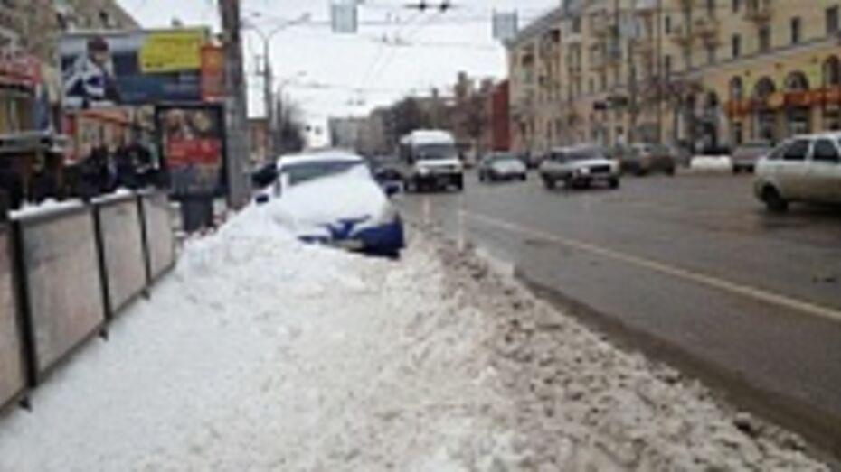 Из-за снега на дорогах Воронежа мэр пригрозил увольнением главам комбинатов благоустройства
