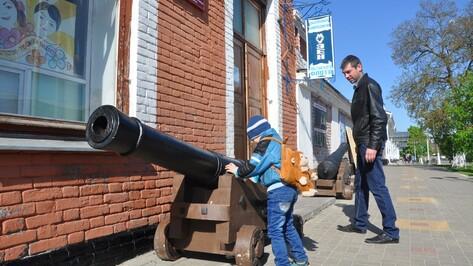 Исторический центр Павловска украсили пушки петровских времен