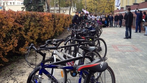 У главного корпуса ВГУ сделали одну из крупнейших велопарковок Воронежа