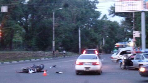 9-летняя девочка пострадала в субботнем ДТП с мотоциклом на перекрестке Брусилова и Ленинского проспекта
