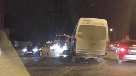 В Воронеже столкнулись четыре автомобиля: один человек пострадал