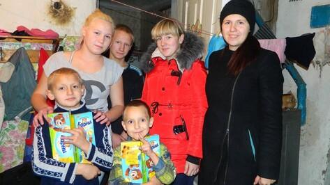 В Семилукском районе сестры милосердия угостили печеньем детей из малообеспеченных семей