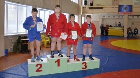 Семилукский самбист победил в областном турнире