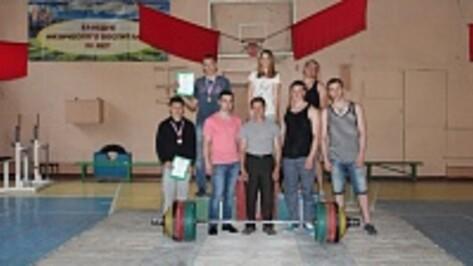 Верхнемамонские спортсмены стали призерами областного кубка по пауэрлифтингу