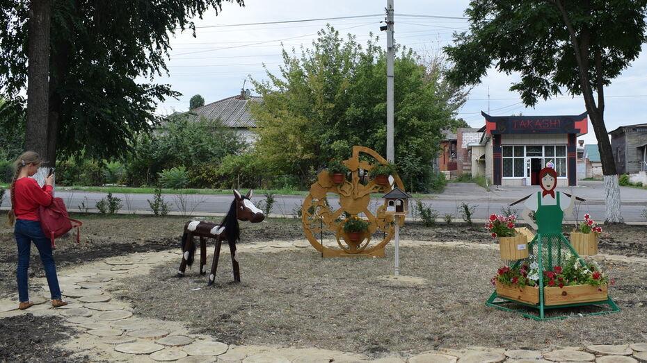 В Борисоглебске в сквере Корнаковского сделали фотозону из работ местных семей