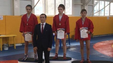 Три воронежские спортсменки привезли медали с первенства ЦФО по самбо