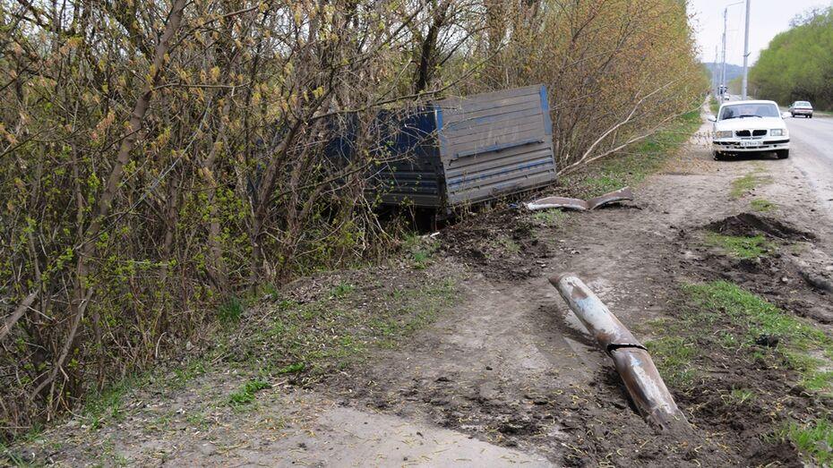 В Воробьевке грузовик сбил столб ЛЭП