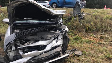 Две иномарки столкнулись на воронежской трассе: погибла 15-летняя девочка