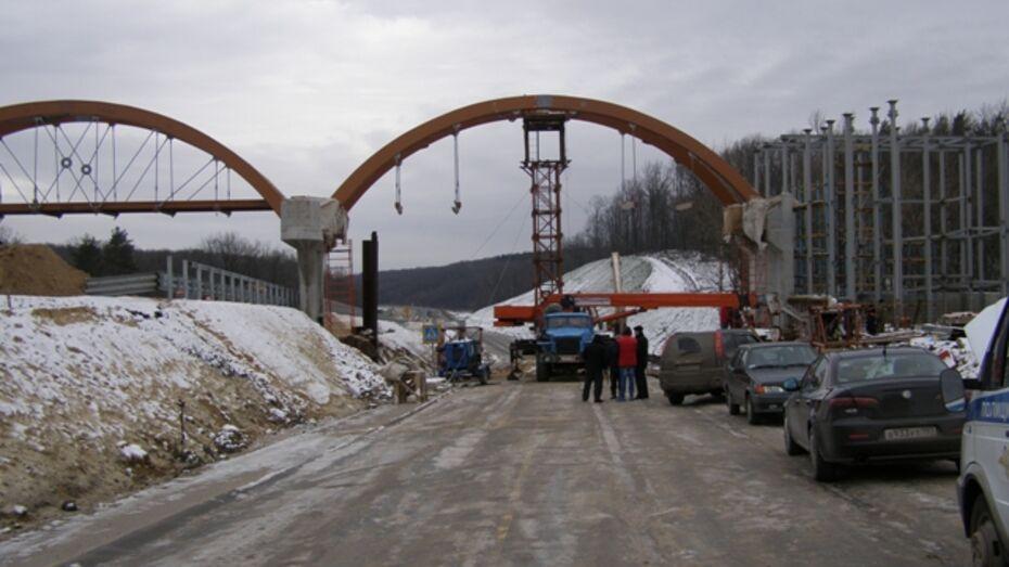 В Рамонском районе рабочий упал со строящегося моста
