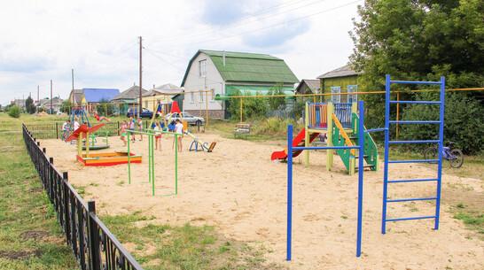 Детскую площадку обустроили общественники в лискинском селе Средний Икорец на улице Мира