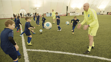 «Завидую сам себе». Звезды отечественного футбола дали мастер-класс для воронежских ребят