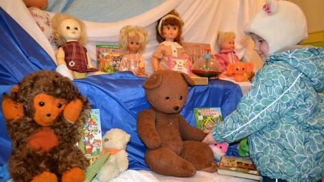 В бутурлиновской библиотеке открылась выставка «Игрушки детства моего…»