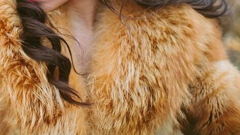 В Воронежской области замерзшая девушка украла из магазина шубу