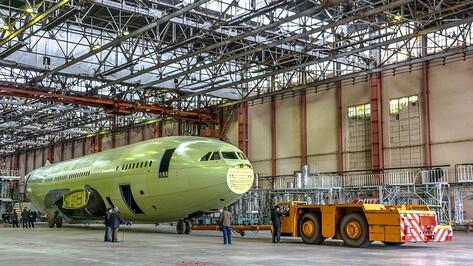 В цех окончательной сборки Воронежского авиазавода передали фюзеляж и крыло Ил-96-300