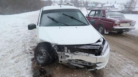 В Воронежской области 3 человека пострадали в ДТП с двумя «ВАЗами»
