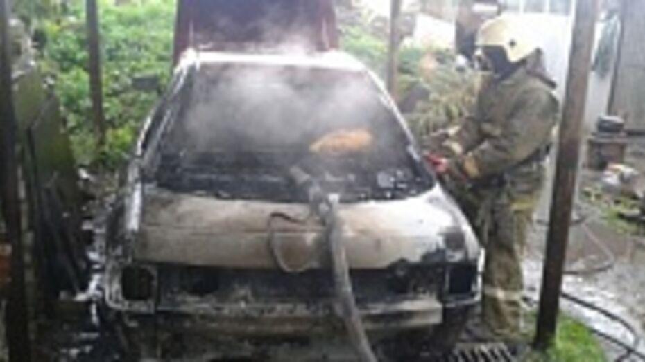 В Воронеже мужчина поджег машину, чтобы отомстить за брата